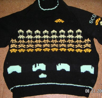 Space Invaders Sweater 01