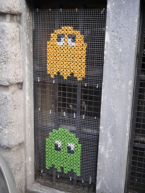 cross-stitch-pacman-grafitti.jpg